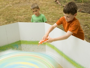 Giant Spin Art - how fun would this be in the summer or at that next birthday party?!  :D