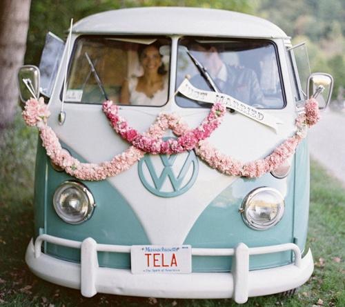 Que limousine o quê! Be Vintage, chegue em uma Kombi!! #supercoolwedding #dolps