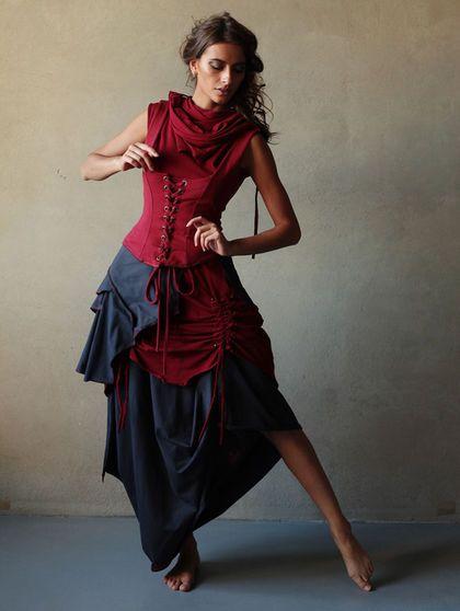 Каждый из элементов сэта можно приобрести по отдельности: Платье `Бабочка` - 5600 руб Корсаж с баской - 6200 руб Просто корсаж - 4400 руб Платье-трансформер в пол - 6300 руб
