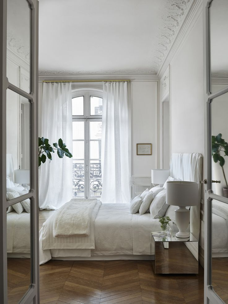 Airy, neutral bedroom