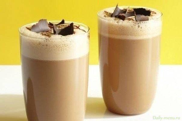 Воздушный коктейль из кофе и молока
