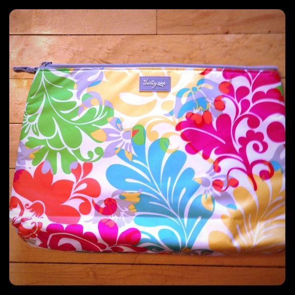 Thirty-one insulated bag. New without tags. Beautiful and bright insulated bag. Great for kids snacks and tossing in your bag for those fall outings.  8x13x2.  New without tags. Thirty-one Other
