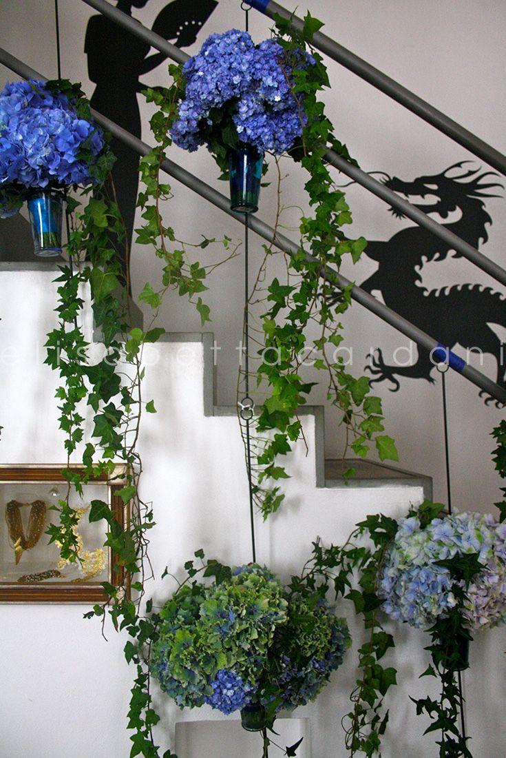 Scalinata fiorita #elisabettacardani #italianstyle #papini #ortensia #edera