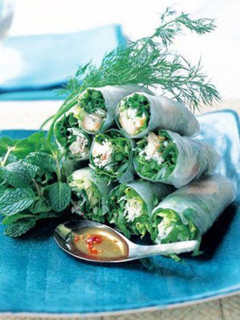 揚げた魚と香味野菜、そうめんをライスペーパーにくるんだ、生春巻き。おもてなしにも良いですね。