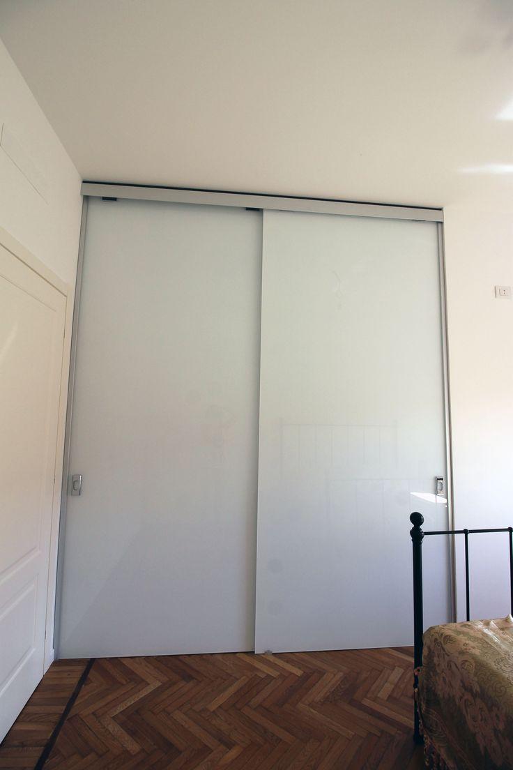 Cabina armadio con ante in vetro verniciato bianco