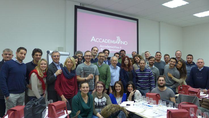 Il primo corso base che si è concluso nella nostra nuova sede di viale Monza 8 di Milano. Siamo arrivati al numero 47! #accademiavino #milano #winetasting #wset