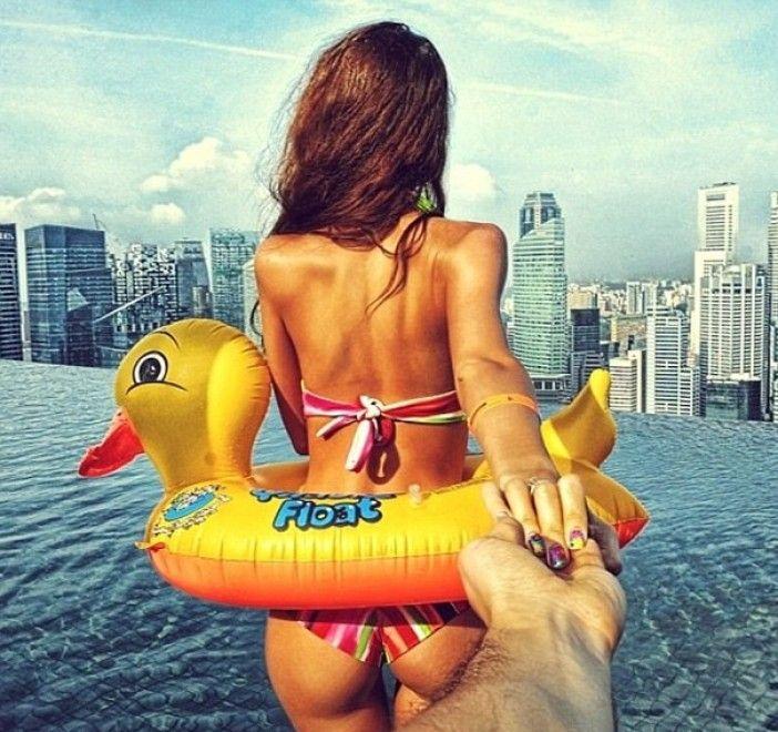 In giro per il mondo con la fidanzata Nataly, il fotografo russo Murad Osmann realizza un romantico fotoprogetto che sta conquistando  Instagram . Si tratta di decine di immagini che hanno come protagonista la ragazza, immortalata di spalle mentre tende la mano al fotografo che la stringe lasciandos