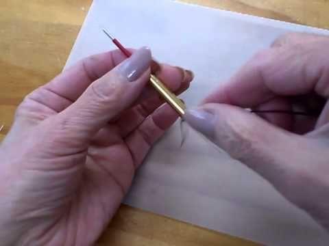 ニードルパンチ4 糸通しを使って針に糸を通す