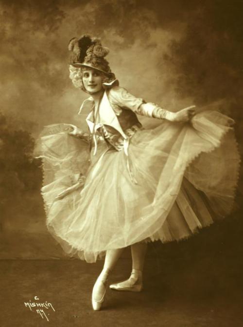 Anna Pavlova in Rondino by Mishkin, 1914 from NYPL   the ...