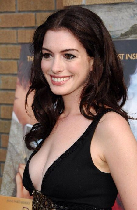 Long Chocolate Brown Hair With Loose Curls Anne Hathaway