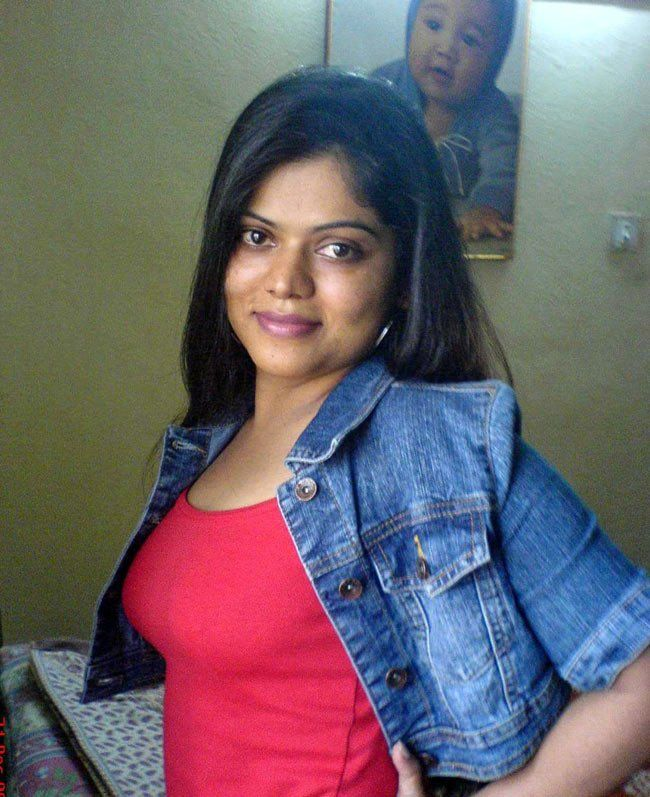 indian-masala-actress-neha-bhabhi-glamour-stills-10