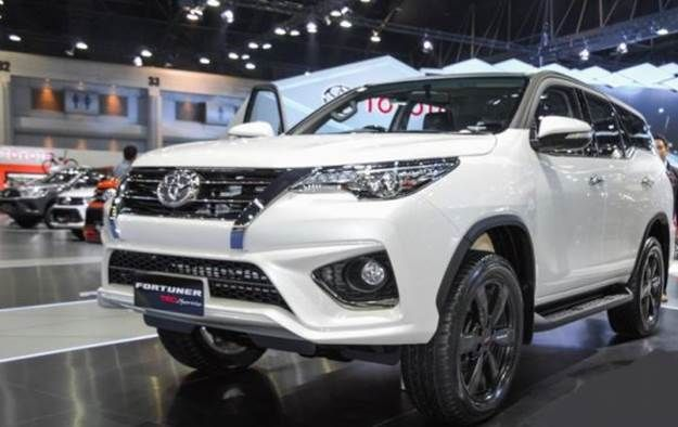 2020 Toyota Fortuner Philippines Release Date And Price Toyota Fortuner Philippines All New Fortuner Gains More Stylish Exterior And Interior The Sleek Headl