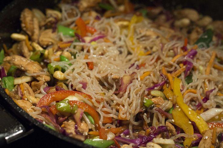 Vi fortsætter wok-succesen herhjemme. Denne gang er der kommet kylling i wok'en…