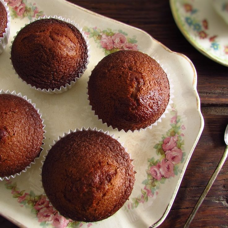 Chocolate orange muffins   Food From Portugal. The fusion between chocolate and orange is simply delicious and everyone loves it! If you are going to have a party among friends and want to prepare something special, these chocolate and orange cupcakes are perfect for the occasion, they are simple and have excellent presentation!!   http://www.foodfromportugal.com/recipe/chocolate-orange-muffins/