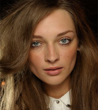 How to Apply Bronzer the Right Way - Daily Makeover