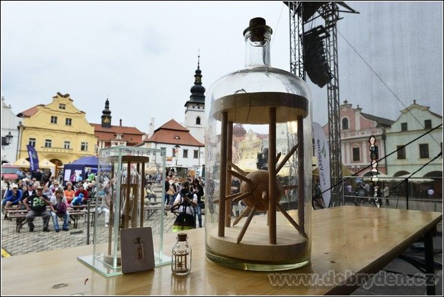 http://www.dobryden.cz/wp-content/uploads/DAM1981.jpg