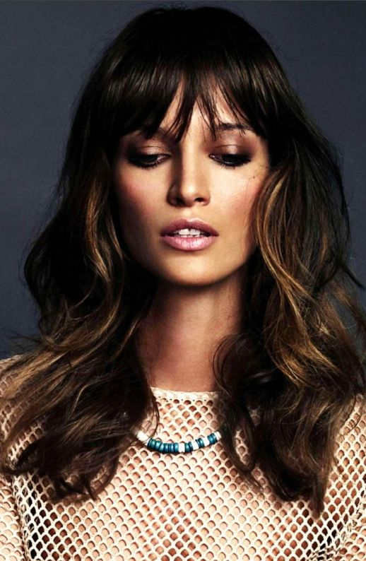 LE FASHION BLOG BEAUTY HAIR POST ALL ABOUT THE BANGS FAUX BANGS INSPIRATION NUDE LIPS LIPSTICK BRONZER TAN BROWN SHIMMER EYESHADOW  BEADED TURQUOISE NECKLACE NUDE MESH TOP ELLE SPAIN ESPANA 2