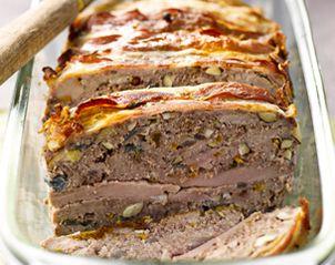 Boeuf et filet de porc noisettes et cognac   --   http://www.cuisine-plus.tv/cid53942/terrine-de-boeuf-et-filet-de-porc-aux-noisettes-et-cognac.html