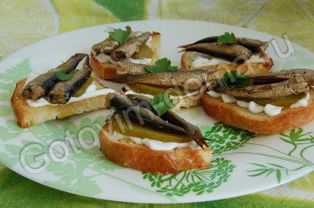 Рецепт: Бутерброды со шпротами