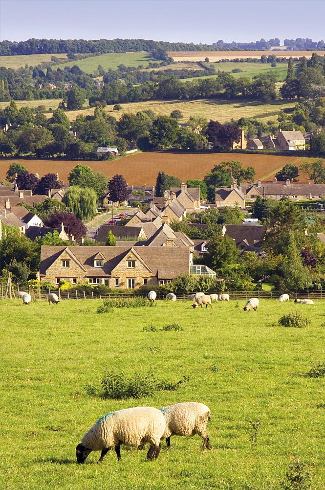 Chipping Camden from the Cotswold Way footpath, Cotswolds, Gloucestershire, England, United Kingdom, Europe