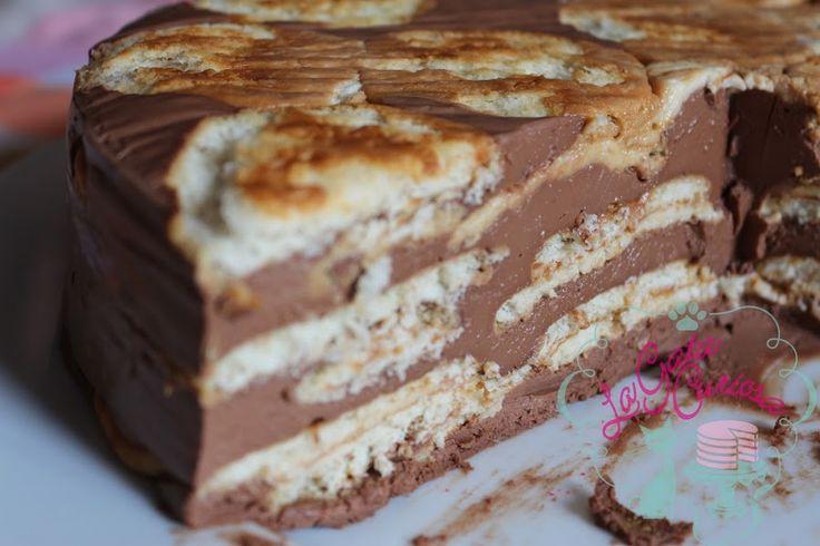 Tarta rápida de galletas hojaldradas y chocolate