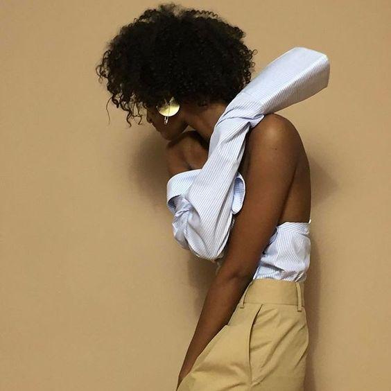Outfit moda 2017: ecco come riadattare camice, giacche e trench secondo le tendenze più cool del momento senza spendere un euro