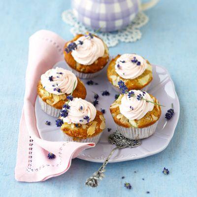 Zaubern Sie sich mit diesen Cakes ein Provence-Feeling herbei und genießen Sie die außergewöhnliche Kombination an Aromen.