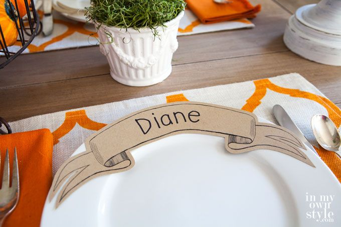 Paper Ribbon Banner Place Cards / nice printing options here: http://inmyownstyle.com/2014/10/free-printable-paper-ribbon-dinner-plate-place-card.html