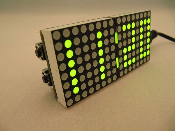 Proyecto con un Arduino Leonardo para crear un reloj alarma con el efecto de la película Matrix