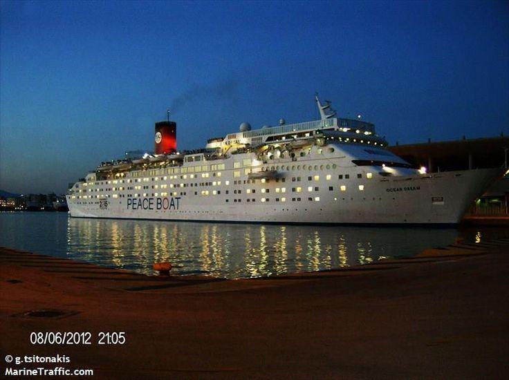 Το Ocean Dream πλευρισμένο σούρουπο στον Πειραιά. 08/06/2012.