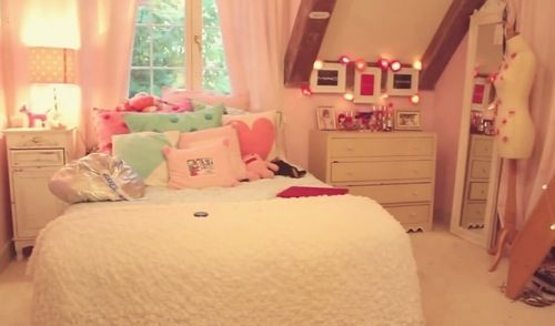 Such a cutsy room!