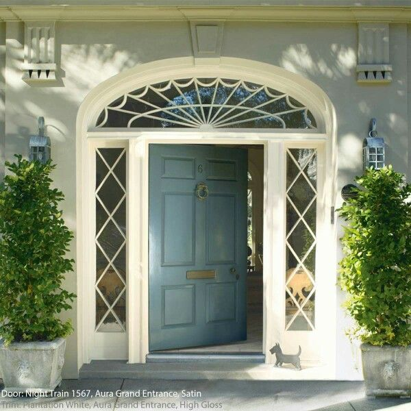 The door is Night Train 1567, Aura Grand Entrance, Satin and the trim is Plantation White, Aura Grand Entrance, High Gloss