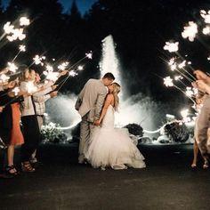 Wer mit dem Gedanken spielt, 100 Gäste zu seiner Hochzeit einzuladen, sollte es sich noch einmal überlegen: Wir haben die besten Gründe für eine kleine, intime Feier...