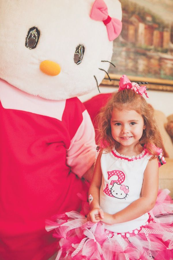 Love the birthday dress! Hello Kitty Party featured on @Hostess with the
