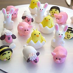 Learn how to make little bunnies, sheep, chicks, piggies, and bumblebees out of fondant.
