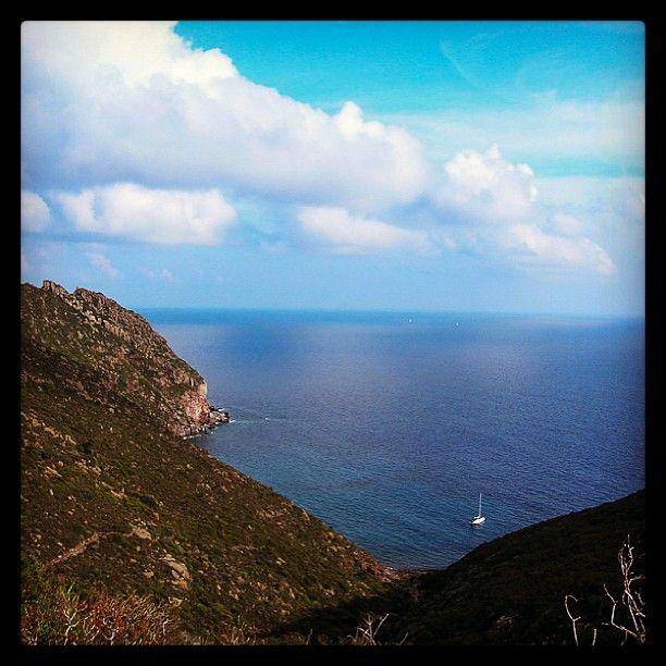 Il Cammino Consapevole è la congiunzione tra il respiro consapevole, l'io #sono e il qui e ora. Isola di Capraia