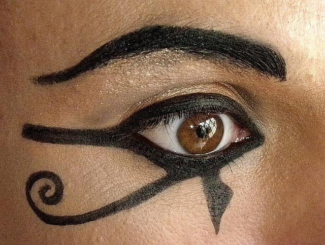 The Cleopatra eyeliner look