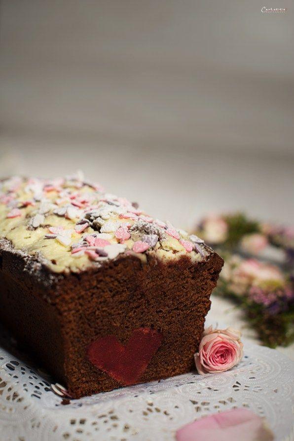Inside Heart Surprise Cake, Kuchen, Herzkuchen, Inside Surprise Kuchen, Schokoladenkuchen, Valentin, Valentinstag, Valentinstags Kuchen, Kuchen mit Topping, Schokoladenkuchen mit Topping, Valentinstags Süßspeise