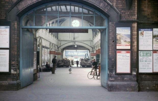 The entrance to the old Central Station in the 1960s.