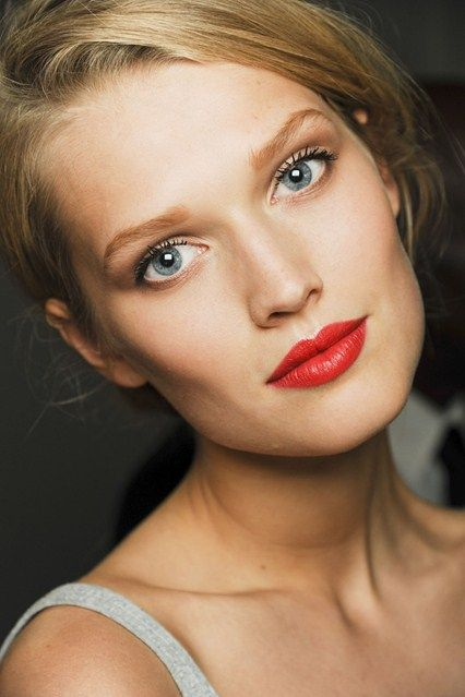 if you're going to go red lip, go soft elsewhere.