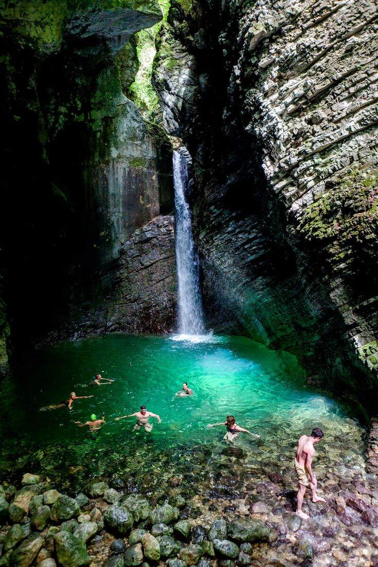 Ausflugsziele und Wandern mit Hund in Slowenien - Tipps: Kozjak Wasserfall - Baden im Naturjuwel