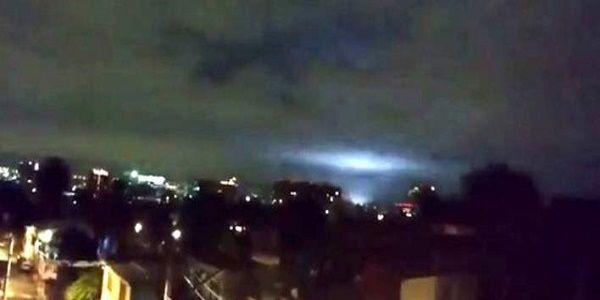 Χαμός με τις μυστηριώδεις λάμψεις στον ουρανό του Μεξικού μετά τον μεγα-σεισμό   Βίντεο