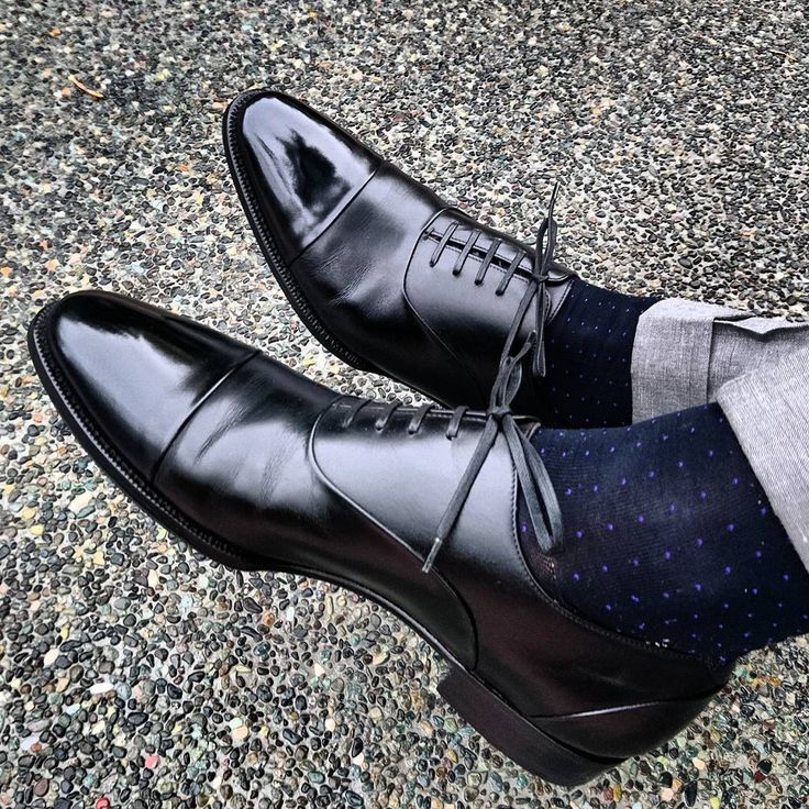 @thunder_march:「 Elegantly executed by @enzobonafeshoes. A pair of #black #captoe #oxfords with hidden seams. On the… 」