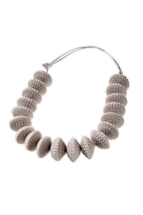 I gioielli di carta di Angela Simone: eleganza fatta a mano | bigodino.it paper necklace, jewelry