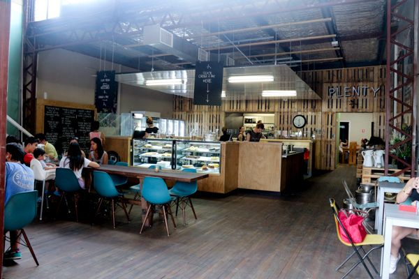 """Plenty – late last year I've heard of a wonderful space that has opened in one of the the large factory spaces along Montague Road, if anything, I was instantly drawn to the logo! Divided up into a cafe and food store, their mantra is to """"Know your farmer"""" which is also the name of their blog – an …"""
