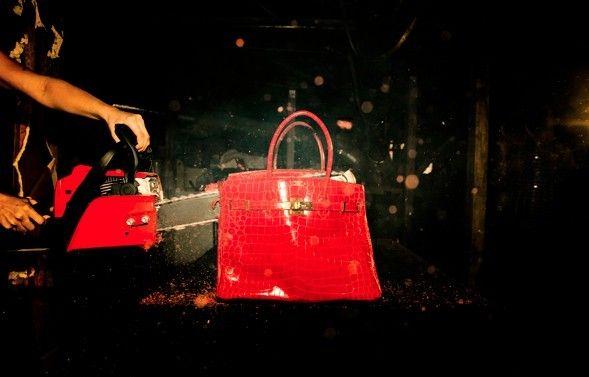 Arte: la #Birkin #Hermés viene distrutta e bruciata #luxury #bags #arts #tylershields http://www.tentazioneluxury.it/arte-la-birkin-hermes-viene-distrutta-e-bruciata/