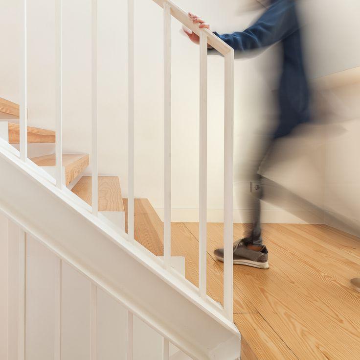 Fragmentos de Arquitectura   Travessa das Necessidades   Arquitetura   Architecture   Atelier   Design   Indoor   Details   White   Minimal   Stairs   Minimalism   White   Stairs