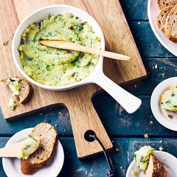 Unsere Kartoffelcreme nach griechischer Art schmeckt lecker mit Fladenbrot! #creme #kartoffeln #vegan #edeka