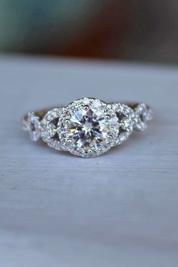 30 Top Round Engagement Rings