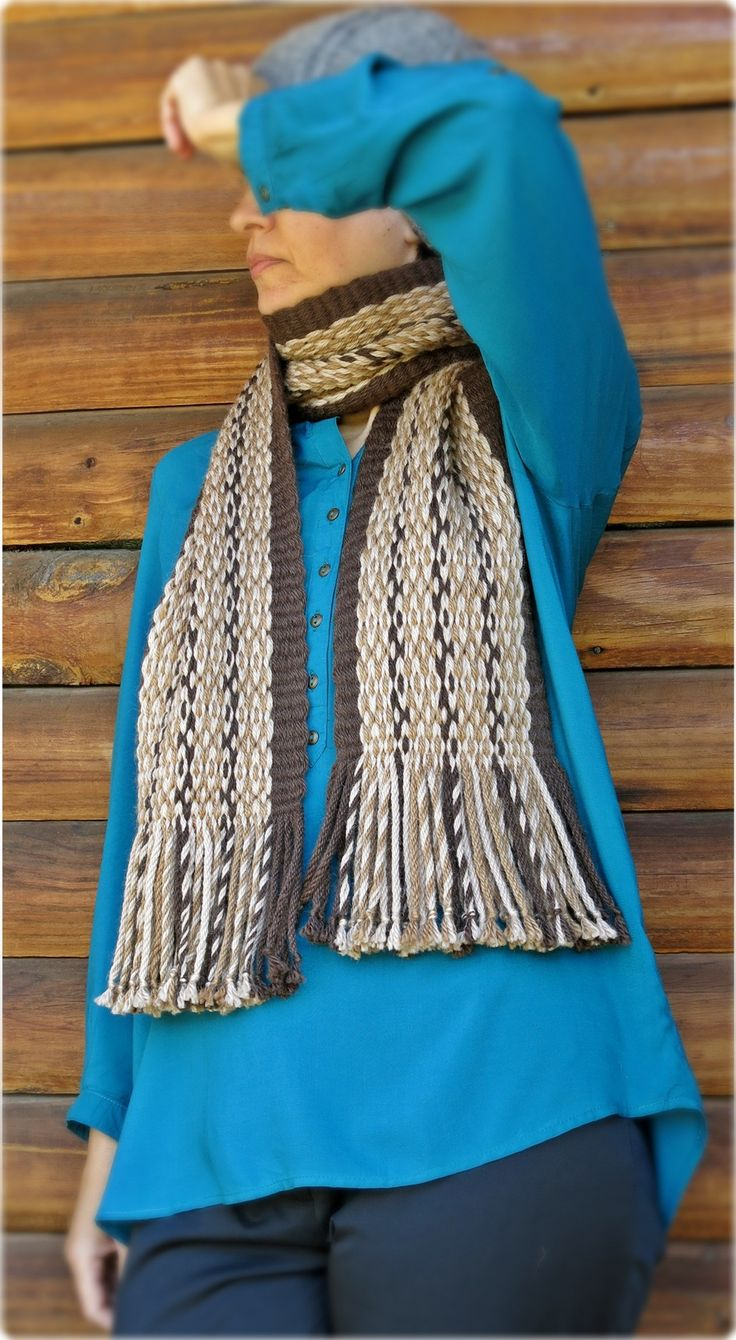 """Scarf woven in Mapuche loom with Pehuenche tecnique named """"Ojo de Guanaco"""", 90% alpaca wool. For sale on Etsy in """"TelaresNUEVOMUNDO"""""""